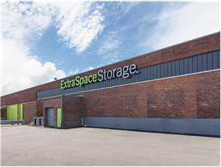 Extra Space Storage facility on 122 Allied Dr - Dedham, MA