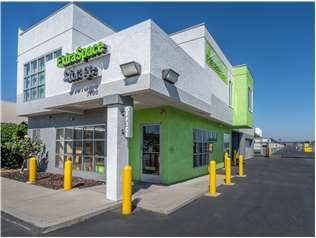 Extra Space Storage facility on 7400 Coldwater Canyon Ave - North Hollywood, CA