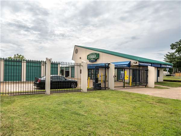 Image of Extra Space Storage Facility on 1235 Gateway Dr in Memphis, TN