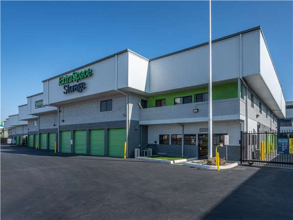 Image of Extra Space Storage Facility on 1775 Laurelwood Rd in Santa Clara, CA