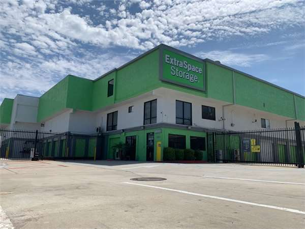 Image of Extra Space Storage Facility on 3883 Sherman St in San Diego, CA