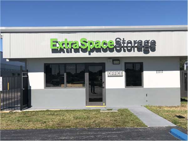 image of extra space storage facility on 11111 quail roost dr in miami fl - Garden Sheds Eureka Il