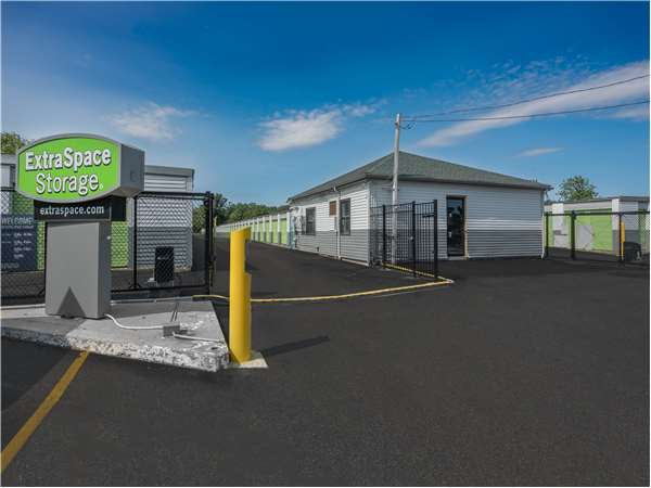 Image of Extra Space Storage Facility on 2 Industrial Way in Tyngsboro, MA
