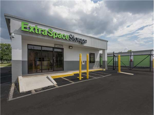 Image of Extra Space Storage Facility on 2101 Antioch Pike in Antioch, TN
