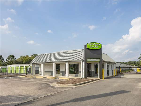 Image of Extra Space Storage Facility on 5202 W Broad St in Richmond, VA