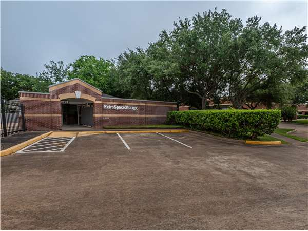Image of Extra Space Storage Facility on 2315 Old Mill Rd in Sugar Land, TX