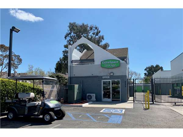 Image of Extra Space Storage Facility on 4664 Lincoln Ave in Cypress, CA