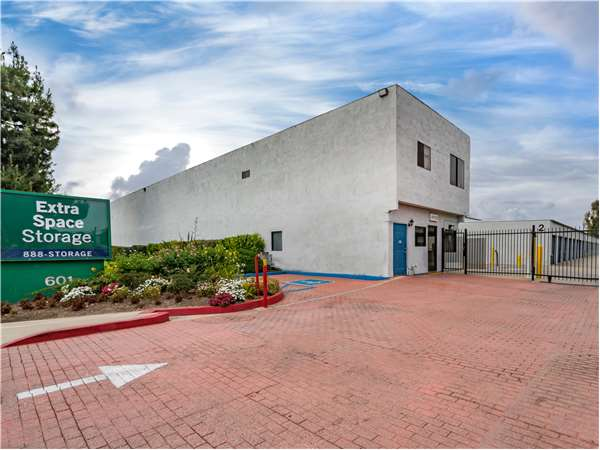 Image of Extra Space Storage Facility on 601 Ridgeway St in Pomona, CA
