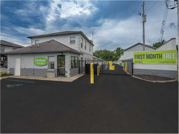 Image of Extra Space Storage Facility on 7900 Dixie Hwy in Louisville, KY