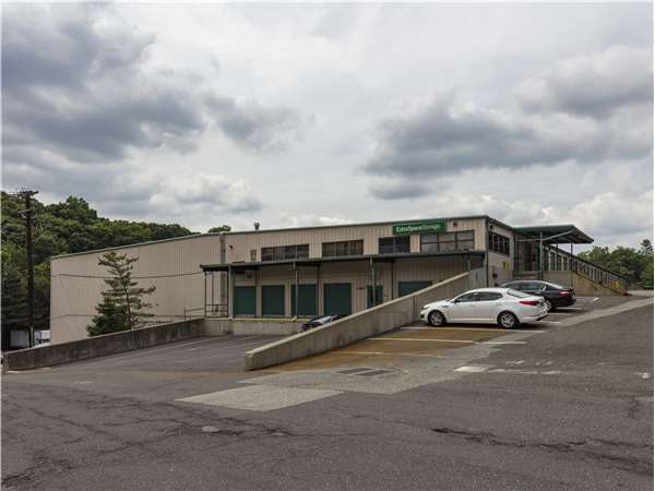 Image of Extra Space Storage Facility on 22 Hollywood Ave in Ho-Ho-Kus, NJ