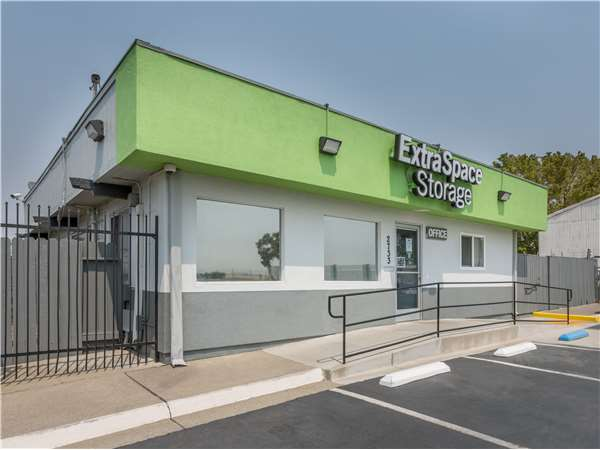 Image of Extra Space Storage Facility on 2733 Elkhorn Blvd in North Highlands, CA