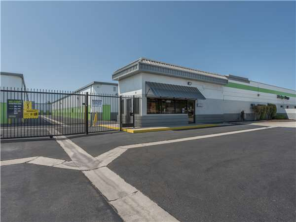 Image of Extra Space Storage Facility on 3592 Cerritos Ave in Los Alamitos, CA
