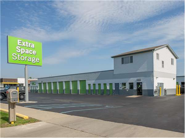 Image of Extra Space Storage Facility on 24651 N River Rd in Mt Clemens, MI