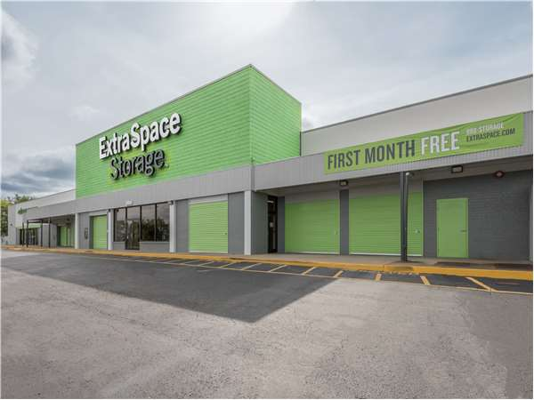 Image of Extra Space Storage Facility on 5845 Charlotte Pike in Nashville, TN