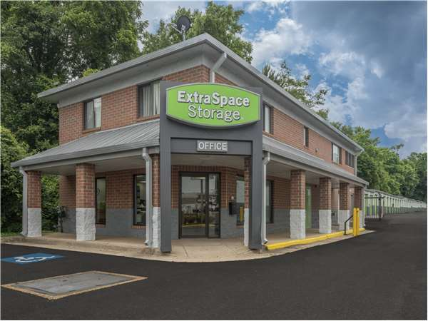 Image of Extra Space Storage Facility on 2944 Prosperity Ave in Fairfax, VA