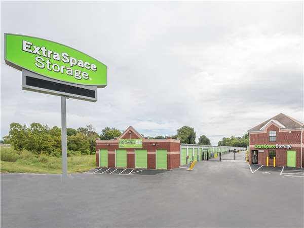 Image of Extra Space Storage Facility on 7301 Winchester Rd in Memphis, TN