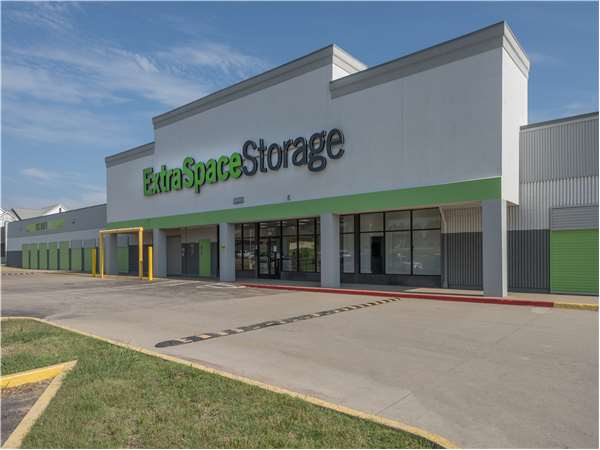 Image of Extra Space Storage Facility on 5010 E 21st St N in Wichita, KS