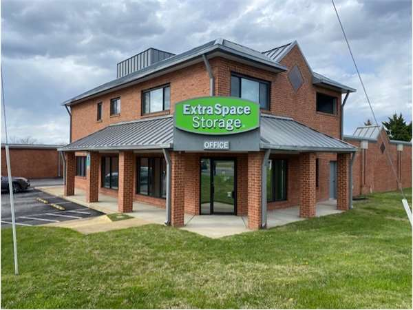 Image of Extra Space Storage Facility on 3318 Old Bridge Rd in Woodbridge, VA