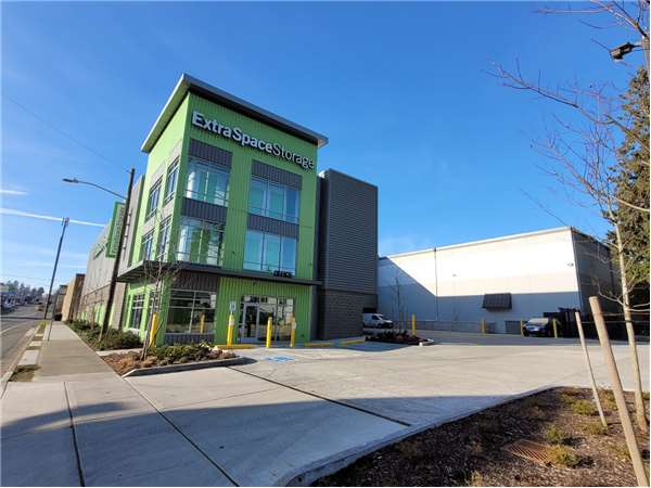 Image of Extra Space Storage Facility on 1430 N 130th St in Seattle, WA