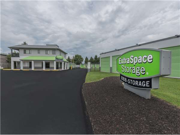 Image of Extra Space Storage Facility on 4605 Wattbourne Ln in Louisville, KY