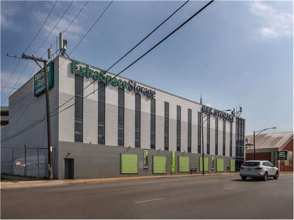 Image of Extra Space Storage Facility on 2100 W Fullerton Ave in Chicago, IL