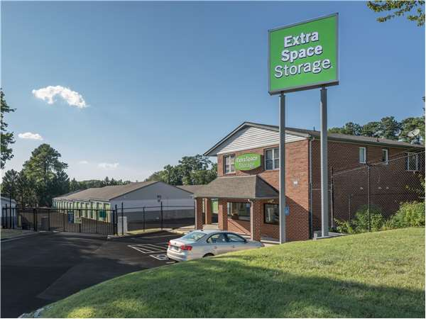 Image of Extra Space Storage Facility on 3600 West End Dr in Henrico, VA