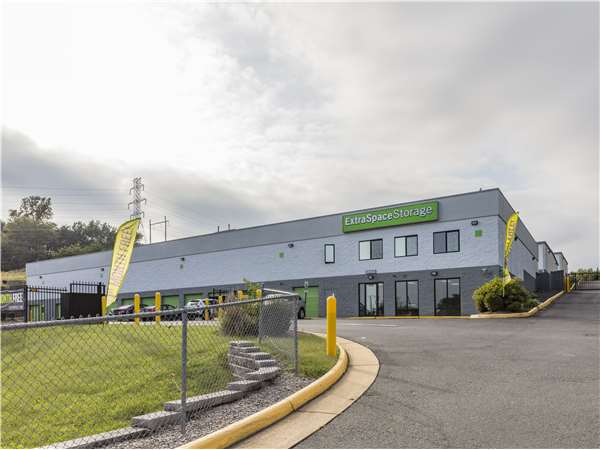 Image of Extra Space Storage Facility on 16780 Jefferson Davis Hwy in Dumfries, VA