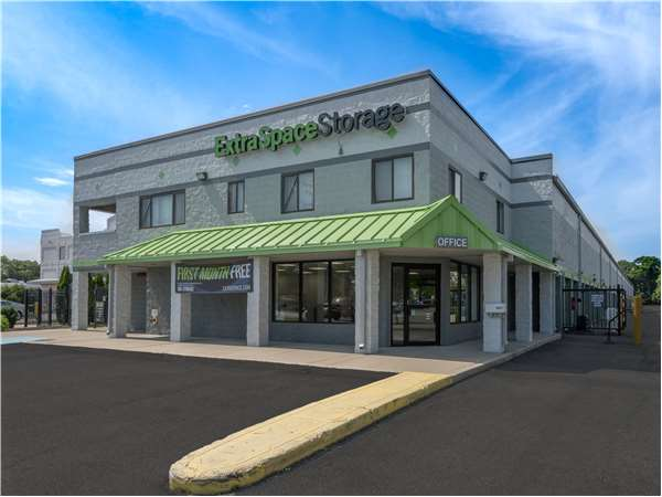 Image of Extra Space Storage Facility on 4057 Jericho Tpke in East Northport, NY