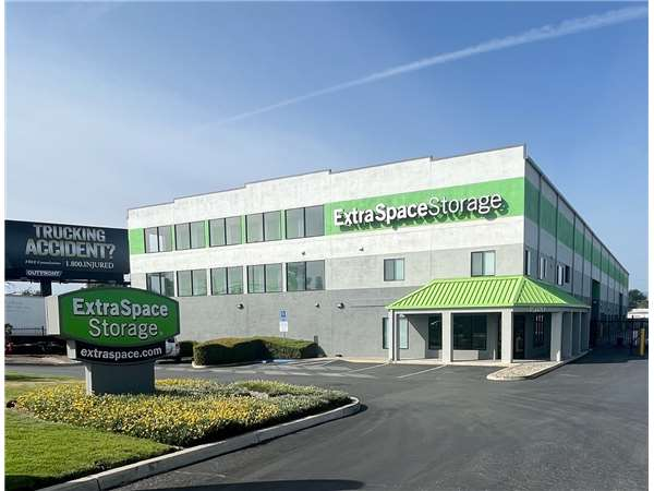 Image Of Extra Space Storage Facility On 1265 Oakland Rd In San Jose, CA