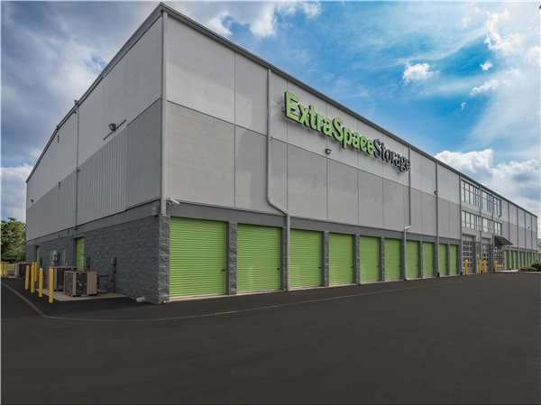 Image of Extra Space Storage Facility on 1711 W Edgar Rd in Linden, NJ
