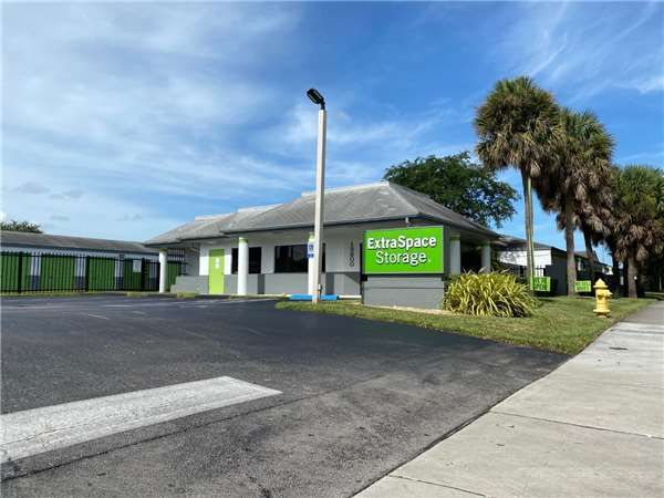 Image of Extra Space Storage Facility on 13800 SW 84th St in Miami, FL
