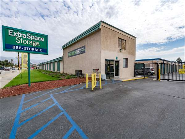 Image of Extra Space Storage Facility on 318 N Vincent Ave in Covina, CA