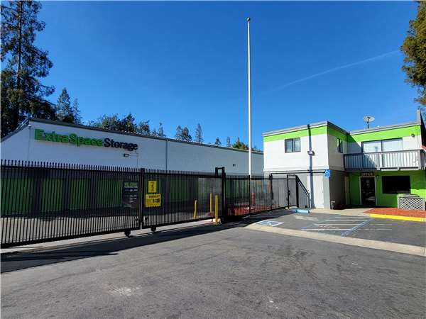 Superior Image Of Extra Space Storage Facility On 895 Thornton Way In San Jose, CA
