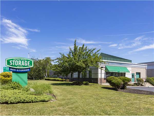 Image of Extra Space Storage Facility on 3016 Express Dr S in Islandia, NY