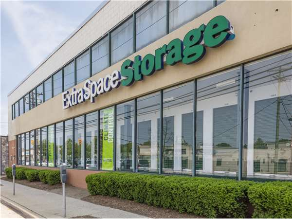 Image of Extra Space Storage Facility on 270 W Merrick Rd in Valley Stream, NY