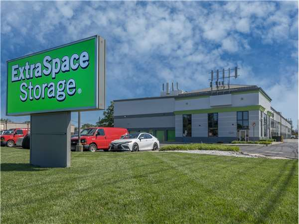 Entry to Extra Space Storage facility near Route 17 N in Hasbrouck Heights NJ Exterior Storage Unit ... & Storage Units in Hasbrouck Heights NJ at 74 State Rte 17 | Extra ...