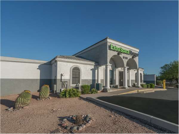 Image of Extra Space Storage Facility on 8710 N Oracle Rd in Oro Valley, AZ