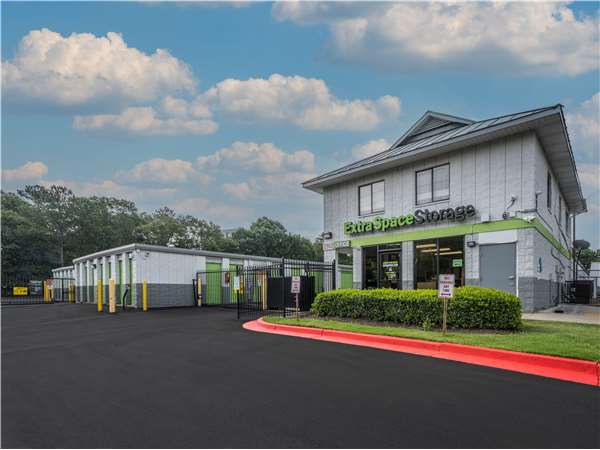 Image of Extra Space Storage Facility on 2960 Lakewood Ave in Atlanta, GA