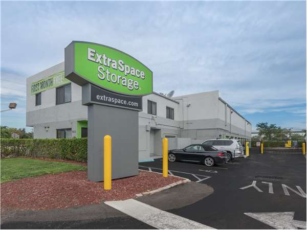 Image of Extra Space Storage Facility on 855 W Commercial Blvd in Fort Lauderdale, FL
