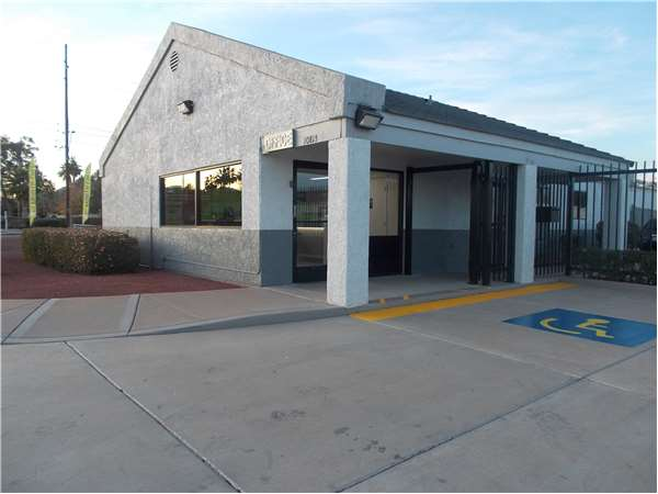Image of Extra Space Storage Facility on 10815 N 32nd St in Phoenix, AZ