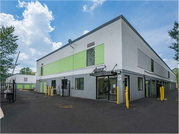 Image of Extra Space Storage Facility on 2820 Hollywood Rd in Falls Church, VA