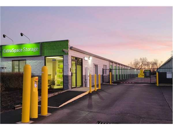 Image of Extra Space Storage Facility on 3450 Parkway Ln in Hilliard, OH