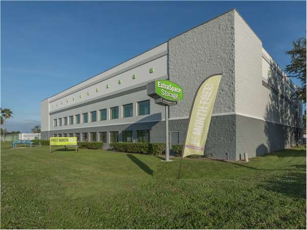 Image of Extra Space Storage Facility on 707 Providence Rd in Brandon, FL