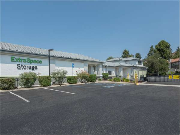 Charmant Entry To Extra Space Storage Facility Near N Duesenberg In Thousand Oaks,  ...