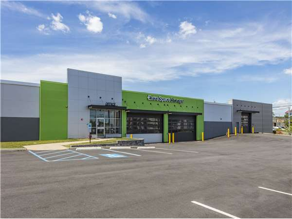 Image of Extra Space Storage Facility on 501 Schuyler Ave in Lyndhurst, NJ