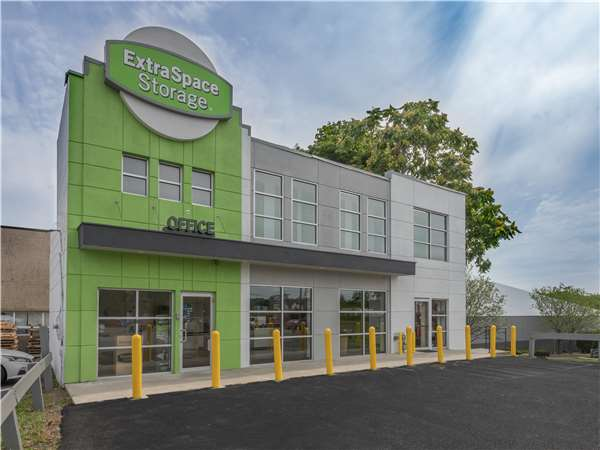 Image of Extra Space Storage Facility on 361 W Route 59 in Nanuet, NY