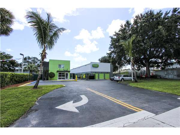 Image of Extra Space Storage Facility on 2048 S State Road 7 in North Lauderdale, FL