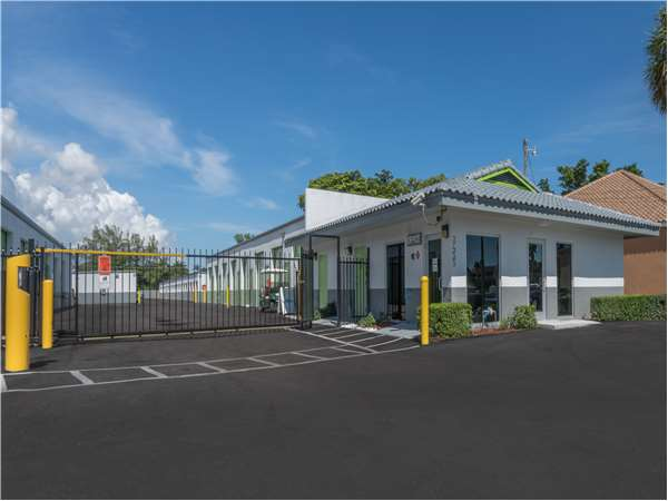 Image of Extra Space Storage Facility on 3455 Forest Hill Blvd in West Palm Beach, FL