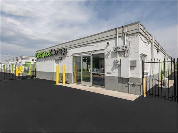 Image Of Extra E Storage Facility On 11855 40th Ave In Denver Co