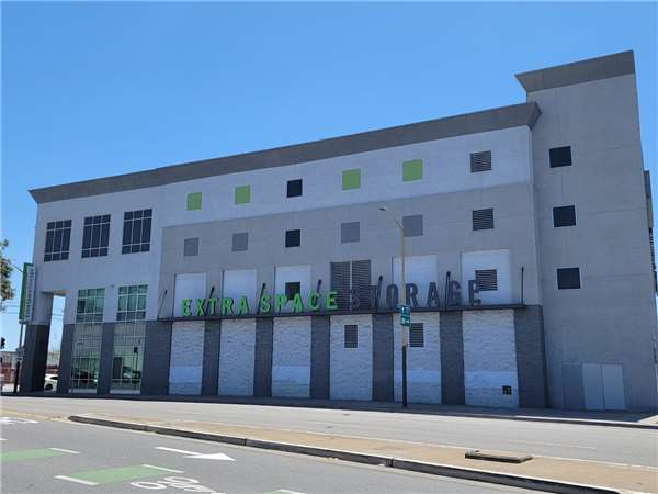 Image of Extra Space Storage Facility on 2501 Cesar Chavez St in San Francisco, CA